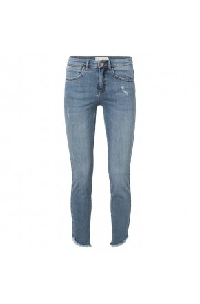 Skinny jeans with asymmetrical hem